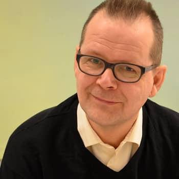"""Puheen Iltapäivä: Kari Hotakainen: """"Kirjoittamalla pääsee selville vesille mitä mielessä kuohuu"""""""
