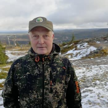 """""""Kolmekymmentä vuotta ollaan metsällä käyty ja aina syke nousee"""" – Ylituomari Kari Sarajärvi tuomaroi SM-haukkuotteluita"""