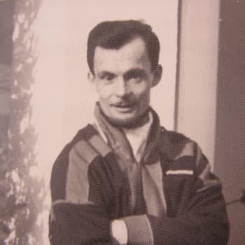 Bikko-Jusse, Johan Högman, 1. oassi. Juoigi, diktejeaddji, servodatberosteaddji ja reporter