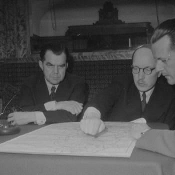 Välirauhan aikana Englannin hallitus käytti Suomea houkutuslintuna saadakseen Stalinin astumaan Petsamossa Saksan