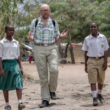 Radio Suomesta poimittuja: Esko Valtaoja Tansaniassa (Nenäpäivä 2015)