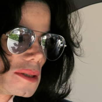 Michael Jacksonia ja R. Kellyä syytetään seksuaalisesta hyväksikäytöstä - voiko heidän musiikkiaan enää kuunnella?