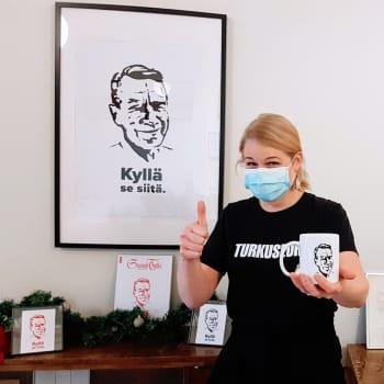 """""""Kekkosesta on tehty vaiks mitä, miksei Manusta?"""" Turkuseuran Kati Leskinen jalosti kotisohvalla saamansa idean Manu-tuotteiksi"""