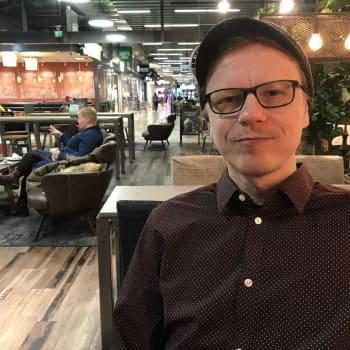"""Jyrki Laiho Pro musiikintekijä -palkinnon vastaanottamisesta - """"Kyllä se valtavasti ilahduttaa, että huomioidaan tällä tavalla"""""""