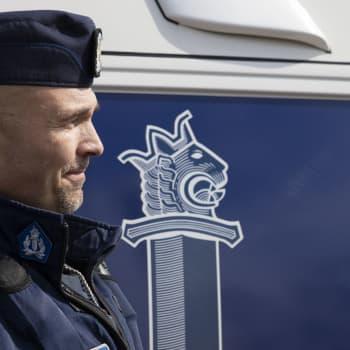 Oulun poliisilaitoksen vanhempi konstaapeli ja tenori Petrus Schroderus kertoo jouluvideon synnystä