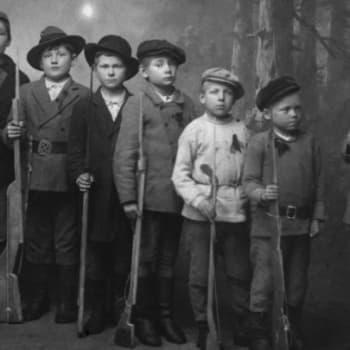 Viikon kirja: Tietokirjailija Tuulikki Pekkalainen ja Nadja Nowak keskustelevat teoksesta Lapset sodassa 1918