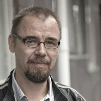 Viikon kirja: Kirjailija Juhani Känkänen ja romaani Luppa ja Tattis