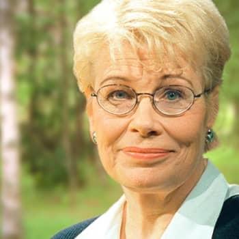Viikon kirja: Kirjailija Tuula-Liina Varis ja novellikokoelma Että tuntisin eläväni