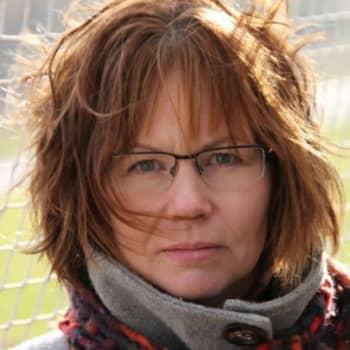 Viikon kirja: Kirjakerhon Viikon kirja Heli-Maija Heikkinen ja Viestikyyhkyupseeri