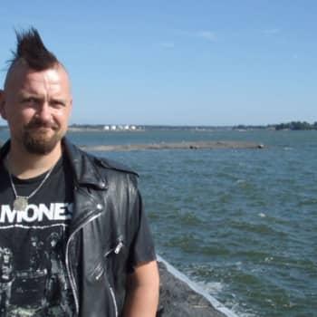 Yövieras: Klamydia-yhtyeen Vesku Jokiselle punk on edelleen elämänasenne