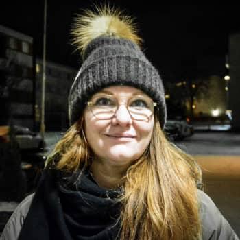 """Många hör av sig till Österbottens kriscenter Valo i juletider: """"Folk börjar oroa sig redan i oktober över att julen närmar sig"""""""