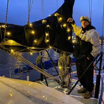 Jasper Armanto viihtyy veneessä, vaikka tekemistä riittää