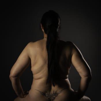 Säsong 2, avsnitt 4/6: Lotta Carlsson har ägnat sitt yrkesliv åt att studera sambandet mellan kroppen och psyke