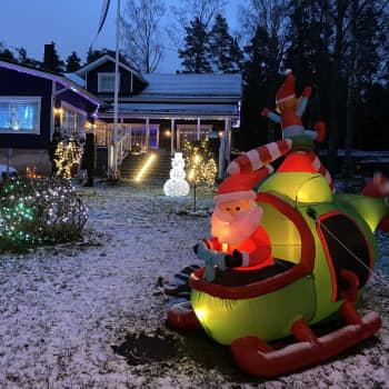 Espoolaisten Etelävuorten kotipihaa jouluvaloineen on käynyt ihastelemassa jo yli 800 ohikulkijaa