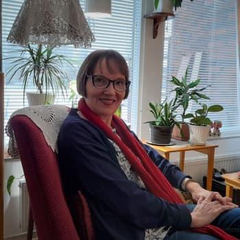 Neloset-kirja on tuonut Helena Jouppilalle paljon palautetta - kirjailija lukee niistä koskettavimpia