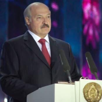 Valko-Venäjällä kirjailija katoaa ja poliisi pahoinpitelee näyttelijän - Silti optimismi kajastaa Lukašenkan diktatuurin yössä