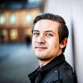 Amerikanen Chris Lindholm har följt med händelserna i USA från Åbo