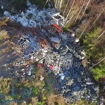 Marjatilayrittäjää syytetään ympäristörikoksesta - kuinka paljon jätettä tilalle oli piilotettu?