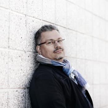 """Tommi Kinnunen: """"Romaanista tuli ihan toisenlainen kuin olin suunnitellut"""""""