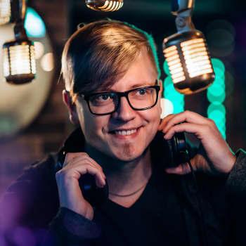 Laulavia näyttelijöitä, letkajenkkaa ja Nykäsen Matti