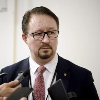Hälsosäkerhetschef Mika Salminen från THL besvarar lyssnarfrågor om corona och vaccin