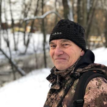Liian innokas luontokuvaaja tekee linnun elämästä mahdotonta - Konkarikuvaaja Olavi Kalkko suosii laajempaa kuvakulmaa