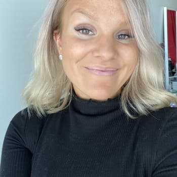 Johanna Ekström som studerar till hälsovårdare tycker att det är jobbigt att studera på distans.