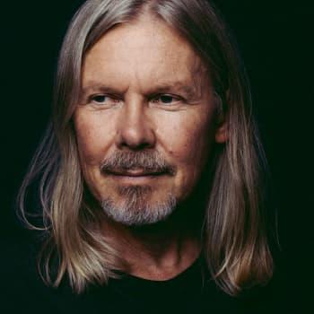 Jukan juurilla - laulaja-lauluntekijä J. Karjalainen