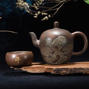 Kuinka idästä ja lännestä 300 vuotta sitten saapuneesta teestä tuli meillä trendijuoma?