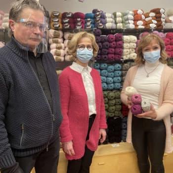 Islantilaisneuleet innostavat myös Oulussa: villapaidalla pärjää vaikka tihkusateessa