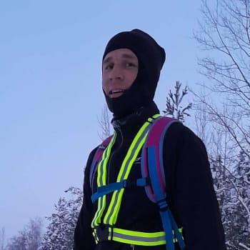 Joni Hulkko juoksee töihin 15 kilometriä villasukissa
