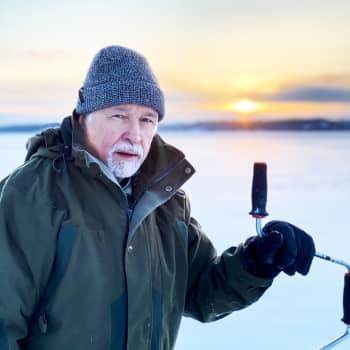 """Kuinka paksu jää kestää kävelyä? """"Saaristomerellä jään paksuus vaihtelee todella paljon"""""""