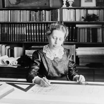 Yksinhuoltajan tytär Wivi Lönn oli Suomen ensimmäinen menestynyt naisarkkitehti miesten maailmassa