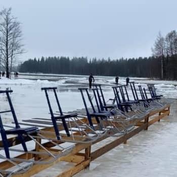 Potkukelkka luistaa Alajärven jäällä vesikelista huolimatta