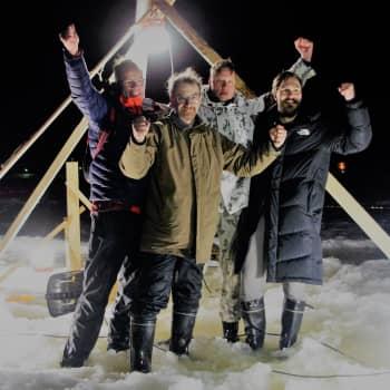 Lappajärvellä sahattiin maailman suurin jääkaruselli