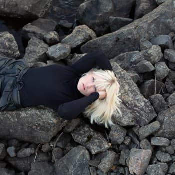 """""""Koko elämäni olen tätä hetkeä odottanut"""" – Emilia Aarnio löysi mumminsa runot ja syntyi levy"""