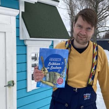 Kustannusosuuskunta Länsirannikko julkaisi Henxelit-lastenmusiikkiorkesterilta laulukirjan ja cd-levyn