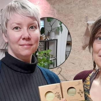 """""""Saippuan teko on kuin meditaatiota"""", sanovat saippuakauppiaat Hanna ja Jenni"""