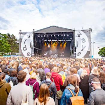 Sommarfestivalerna är hotade – regeringen har lovat garantistöd åt arrangörerna men frågan är om det kommer för sent?
