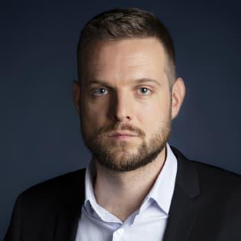 Erkka Mikkonen: Kremlin valheisiin kyllästynyt poliisi kaataa kulisseja