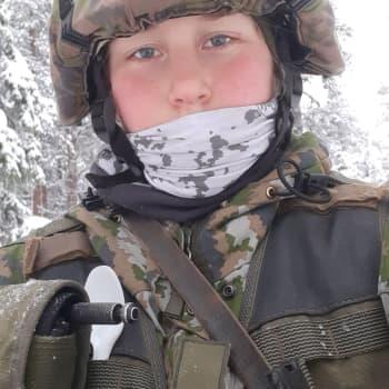 Janette Ojala päivittää armeijan arkea