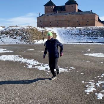 Antti Lindvall kehitti oman juoksuryhmän someen paikkaamaan massajuoksupulaa