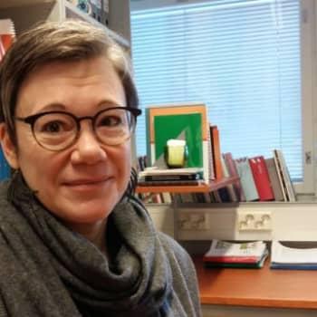 Professori Niina Junttila kertoo, mitä nuoren mielessä tapahtuu kriisissä
