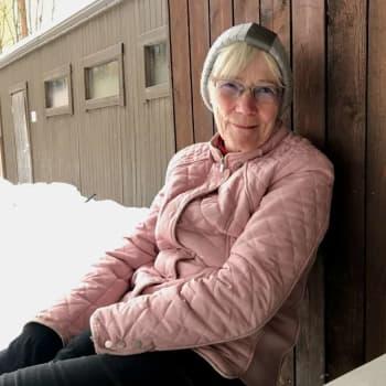 Äntligen coronavaccinerad - 77-åriga Tove Fagerholm tänker fira med champagne på balkongen