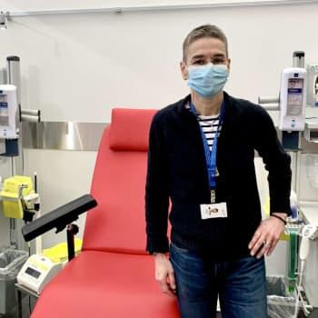 """Blod har donerats flitigt också under coronaåret - men fler blodgivare behövs: """"Främst är det unga kvinnor som donerar"""""""
