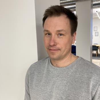 Helsinkiläinen Petro Lahtinen keksi puukomposiitin ja nyt siitä syntyy kylpyammeita ja wc-istuimia