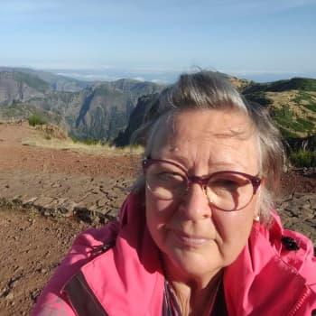 """Birgitta har levt under hårda restriktioner på Madeira under hela coronaåret–""""Det kändes tryggare här än i Finland"""""""