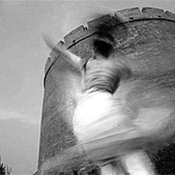 Sidotut jalat - muinaismuisto (1951)