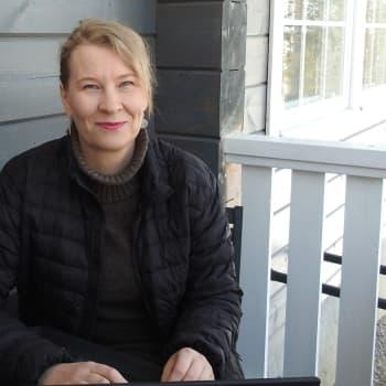 Annika Pasanen ooppâd kielâiäláskittem anarâškielâ lohheid