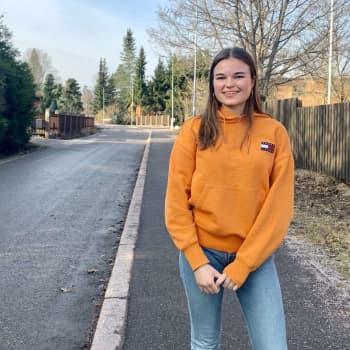 """I dag får Alexandra Grönlund återvända till gymnasiebänken: """"Jag litar på att skolan gör allt för tryggheten"""""""